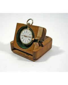 Bestoken notenhouten horlogekastje, ca. 1900