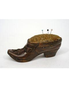 Speldenkussen in de vorm van een schoen, ca. 1900