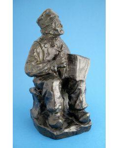 Bronzen beeld, Volendammer met harmonica, t.g.a. Charles van Wijk