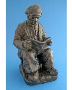 Bronzen beeld, Lezende man, t.g.a. Charles van Wijk