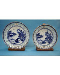 Stel Chinese porseleinen schotels met ajour rand, Qianlong periode