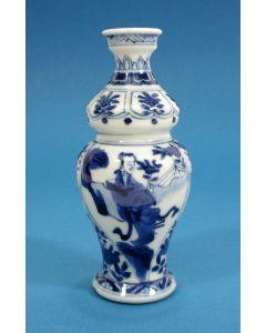Chinees porseleinen buikvaasje, Kangxi periode, ca. 1700