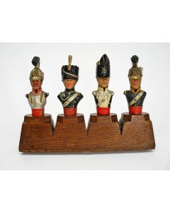 Vier sierkurken met Napoleontische militairen, in houder
