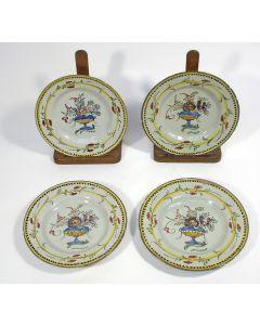 Serie van vier polychrome Delftse borden, 18e eeuw