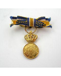 Eremedaille Oranje Nassau in goud, damesopmaak, miniatuur