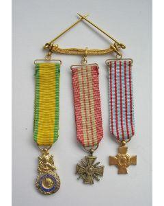 Frankrijk, spang van drie miniatuur militaire onderscheidingen, periode W.O. I en W.O. II