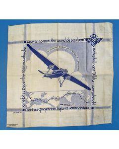 Herdenkingsdoek, vliegreis van de 'Pelikaan' van Amsterdam naar Batavia, 1933.