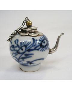 Miniatuur theepotje, Chinees porselein met zilveren montuur, 18e eeuw