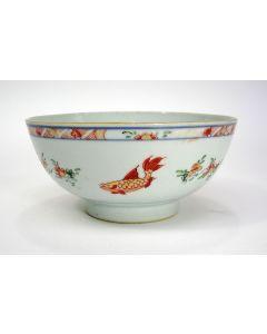 Polychrome Chinese porseleinen kom met visdecor, 18e eeuw