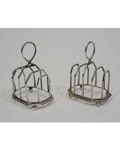 Stel zilveren toastrekjes, 1901