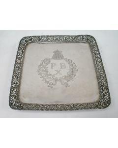 Zilveren blad met het monogram van Pakoe Boewono X, soesoehoenan van Soerakarta, ca. 1900/20