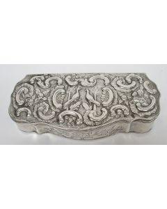 Zilveren tabaksdoos met gedreven voorstellingen, 18e eeuw