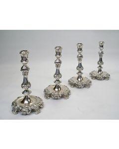 Vier zilveren kandelaars, 1858