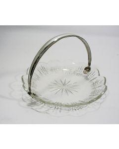 Kristallen koekjesschaal met zilveren hengsel, ca. 1900
