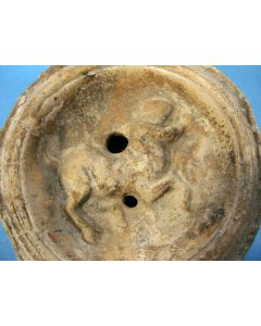 Romeins aardewerk olielamp met centaur, 1e / 2e eeuw