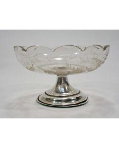 Geëtste glazen klontjesbak met zilveren voet, 19e eeuw