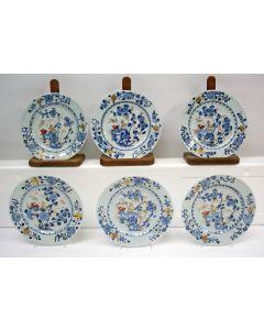 Serie van zes Chinese porseleinen borden, 18e eeuw
