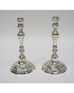 Stel zilveren kandelaars, Bergen/Mons, 1782