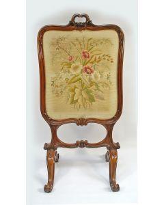 Notenhouten haardscherm met borduurwerk, 19e eeuw
