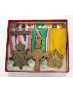 Spang van drie onderscheidingen, met Nieuw Guineakruis, ca. 1965