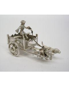 Zilveren miniatuur, hondenkar
