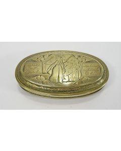 Gegraveerde koperen tabaksdoos met de bijbelse voorstelling van Moses en het Gouden Kalf, 18e eeuw