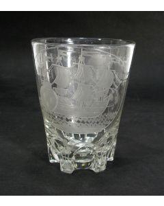 Gegraveerd drinkglas, 'Het Lands Welvaren' en driemaster, 18e eeuw