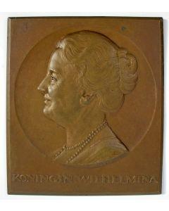 Bronzen plaquette, Koningin Wilhelmina, door J.C. Wienecke