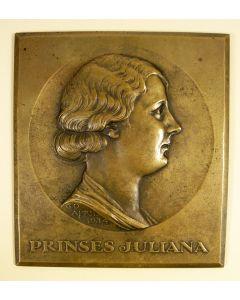 Bronzen plaquette, Prinses Juliana 25 jaar, door J.C. Wienecke, 1934