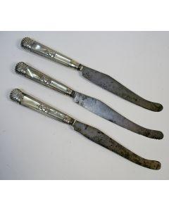 Messen met zilveren en paarlemoeren heften, 18e eeuw
