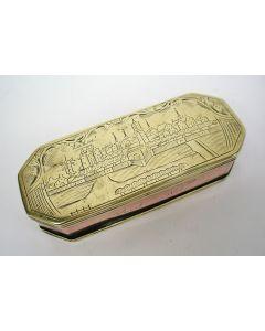 Gegraveerde koperen tabaksdoos met stadsgezicht van Veere, 18e eeuw.