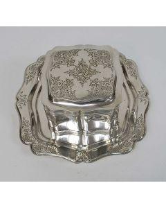 Zilveren koektrommel op onderschotel, 1859