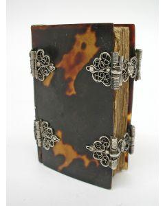 Miniatuur psalmenboekje,1777,  met schildpad band en filigrain zilverbeslag