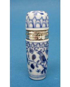 Saksisch porseleinen parfumflesje met zilveren montuur, 19e eeuw