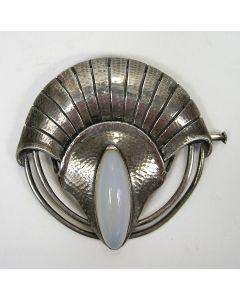 Fons Reggers, zilveren broche met maansteen, ca.1925