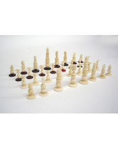 Benen schaakspel met bord, ca. 1900