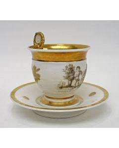 Porseleinen kop en schotel met grisaille decor, Empire periode.