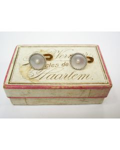Gouden smokingknoopjes met paarlemoer, ca. 1900