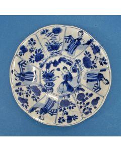 Chinees porseleinen diep schoteltje, 'Lange Lijs', Kangxi periode, 18e eeuw
