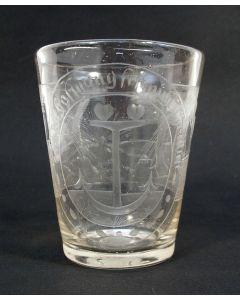 Glazen drinkbeker met allegorische gravering, ca. 1800