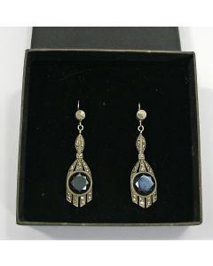 Stel zilveren oorhangers met onyx en marcasiet, art deco periode