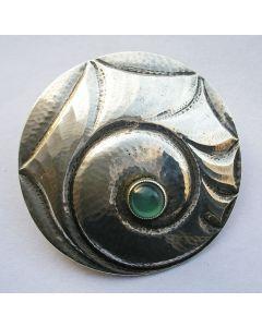 Zilveren broche met chrysopraas in Art Deco stijl, Rotterdam ca.1925