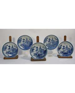 Vijf Chinese porseleinen roomborden, Qianlong periode