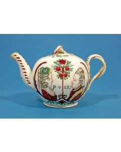 Staffordshire creamware theepot met de voorstelling van Stadhouder Willem V en Wilhelmina van Pruisen, ca. 1780.