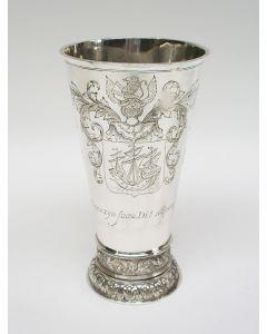 Zilveren drinkbeker, gegraveerd met een Zaans wapenschild, 19e eeuw