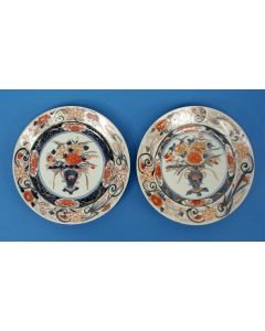 Stel Japans Imari borden,1e helft 18e eeuw