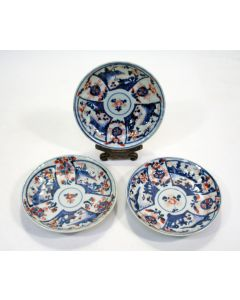 3 Chinees Imari schotels, 18e eeuw