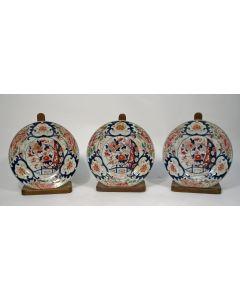 Drie Japans Imari borden, 18e eeuw