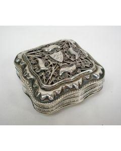 Zilveren pepermuntdoosje met filigrain deksel, 1861