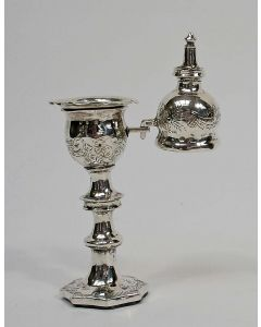 Zilveren kandelaartje met dover, 19e eeuw